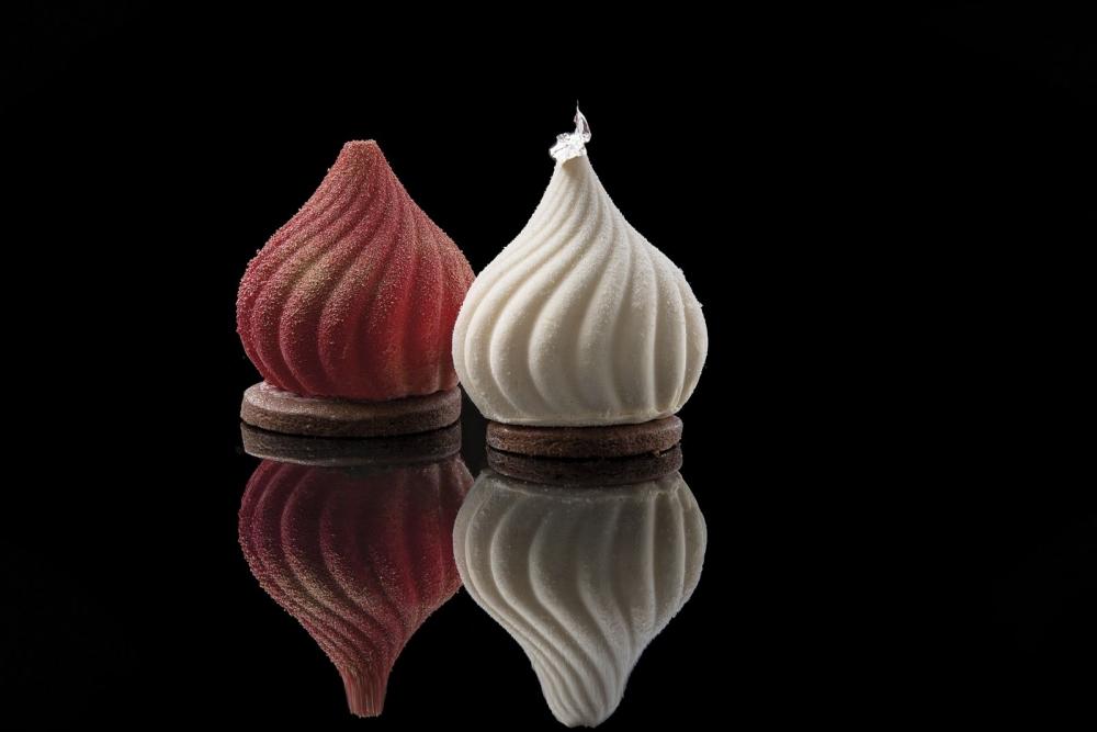 Individual Russian. Helado de crema inglesa, sorbete de frambuesa-romero y sablé.